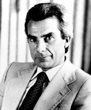 Francisco Sá Carneiro fut Premier ministre du Portugal du 3 janvier 1980 jusqu'à sa mort 11 mois plus tard.
