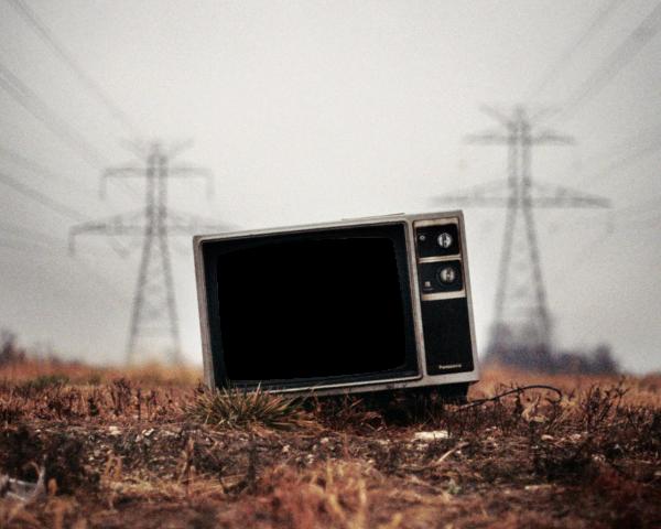 abandoned_tv_by_transparentstuff-d5bce8a-600x480